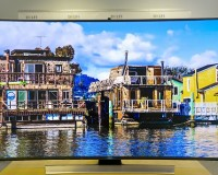 What Benefits Do Curved and Slim TVs Offer?
